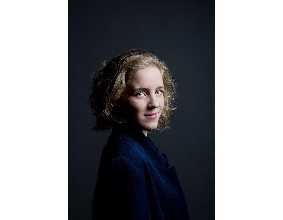 Portrait de femme aux yeux bleux verts