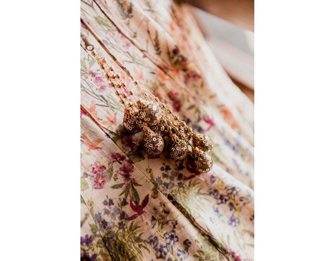 Pompons dorés de la tenues de la mariée en inde.