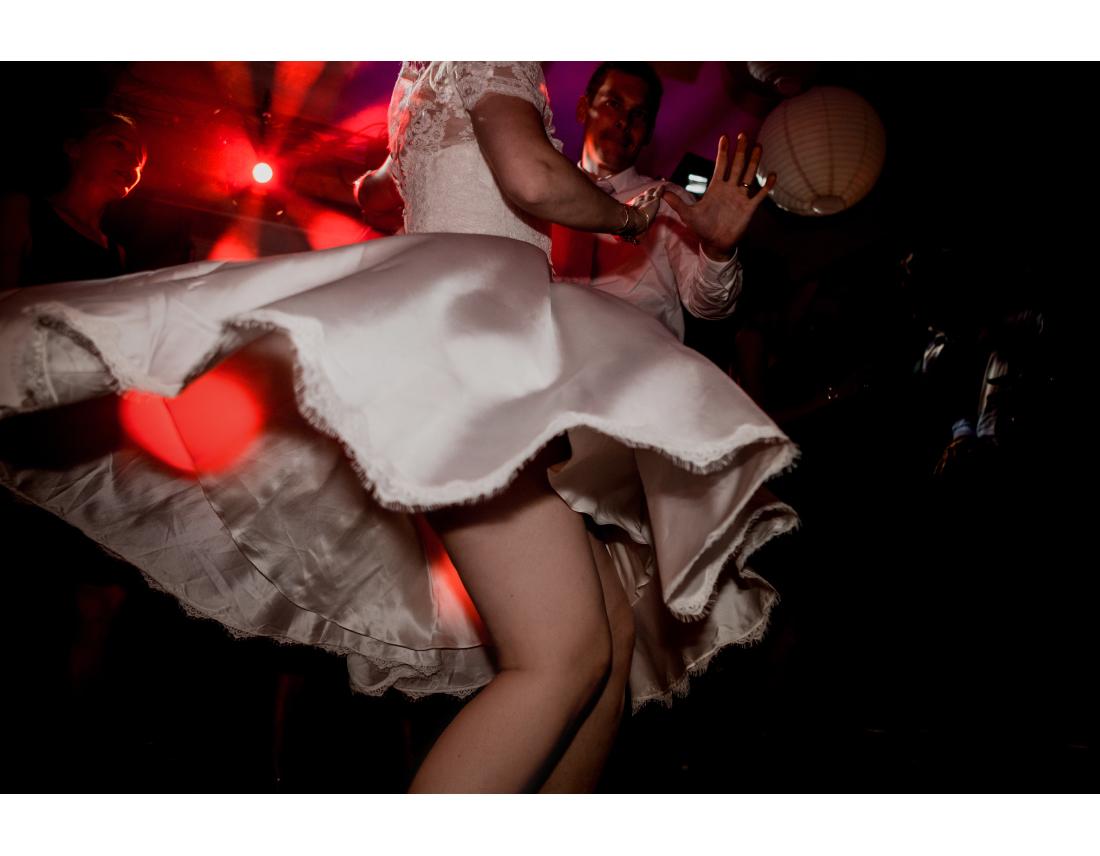 Sous la jupe de la mariée