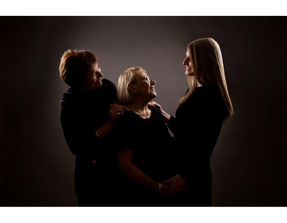 Trois generation de femmes, portrait de famille.