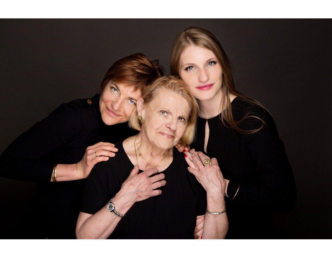 Trois genrations de femmes d'un famille
