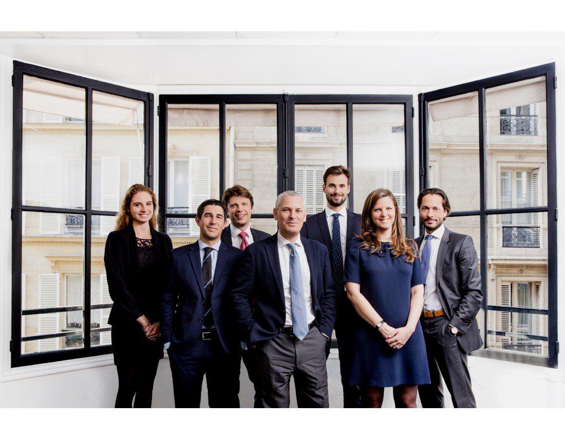 Portrait d'equipe d'avocat dans leurs bureaux