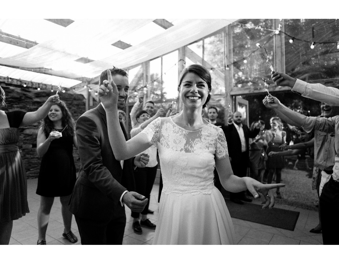 Marié qui danse lors de l'entrée des mariés.