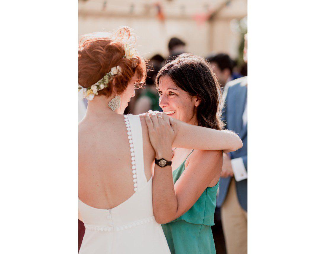 Emotion des invités apres ceremonie.