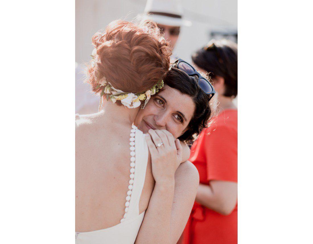 Emotion d'une temoin a un mariage.