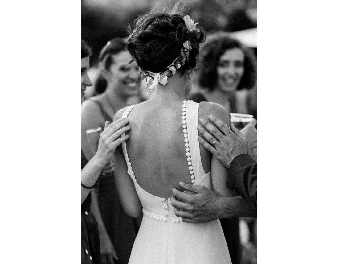 Dos de la mariée en robe berengere cardera.
