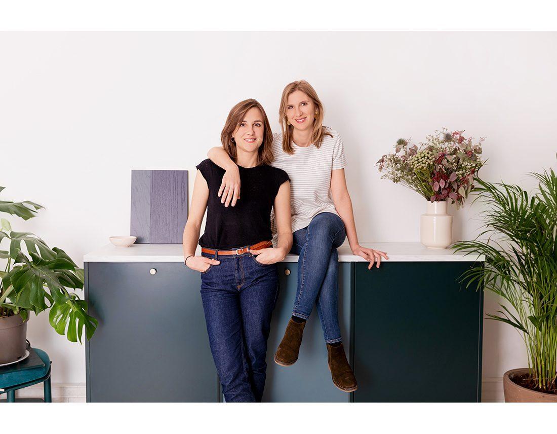 Portrait corporate d'un duo de femme sur une cuisine lifestyle