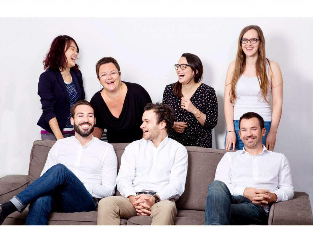Portrait de groupe corporate en train de rire