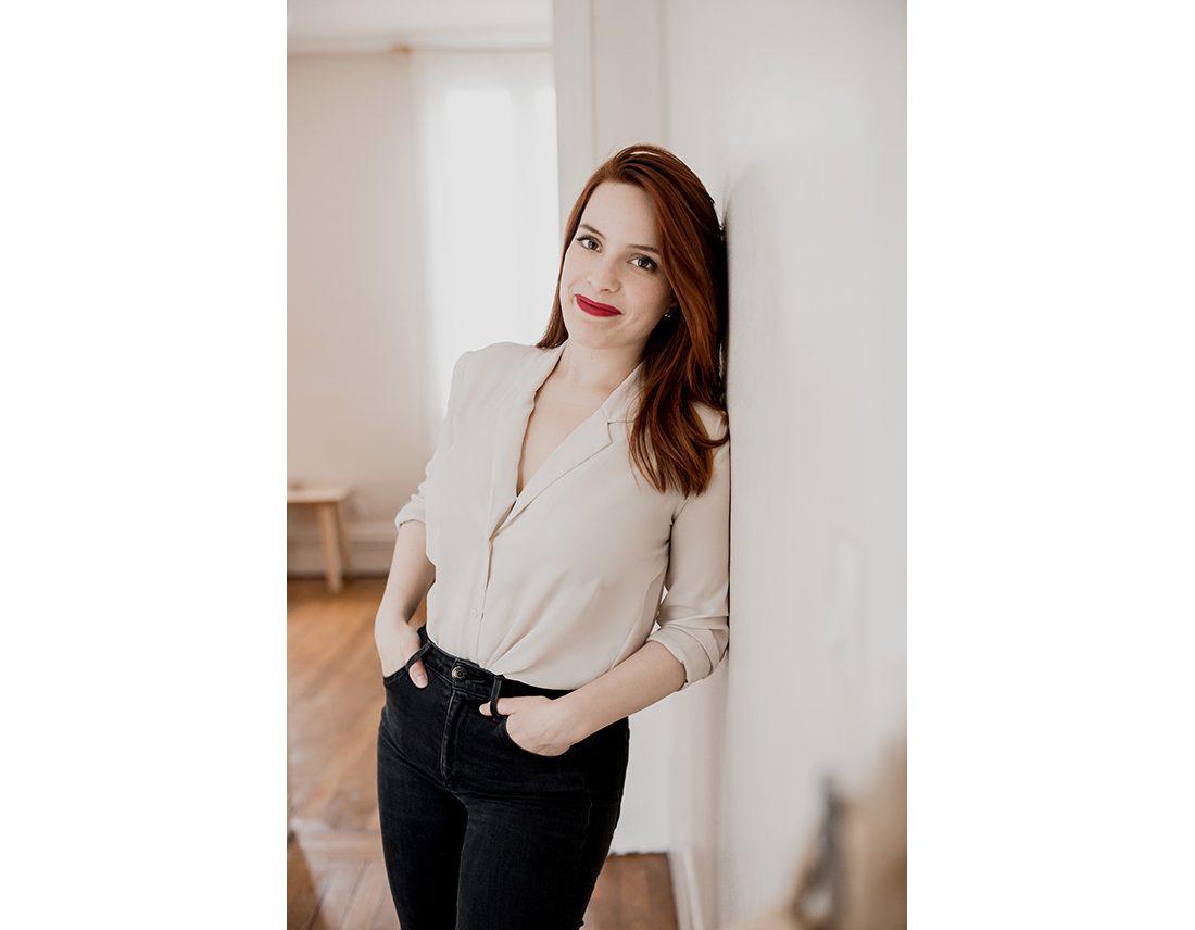Portrait de femme rousse style lifestyle et corporate pro
