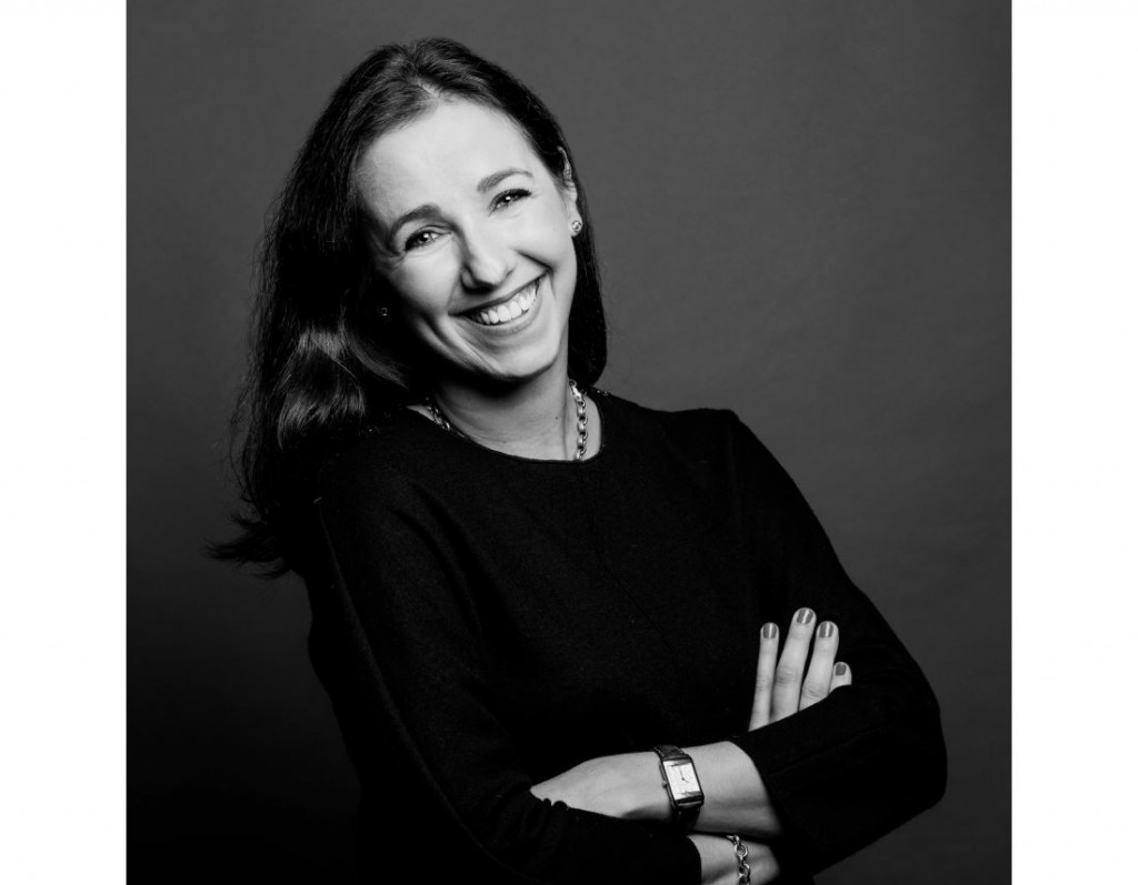 Portrait de femme style corporate et pro en studio