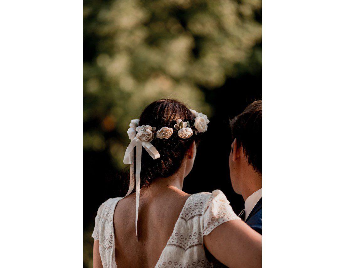 Mariée de dos avec couronne Laure de sagazan.