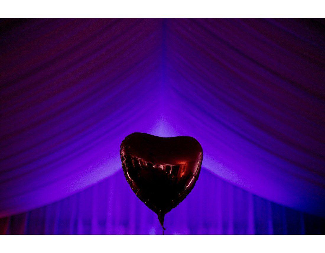 Ballon coeur et tente de mariage.