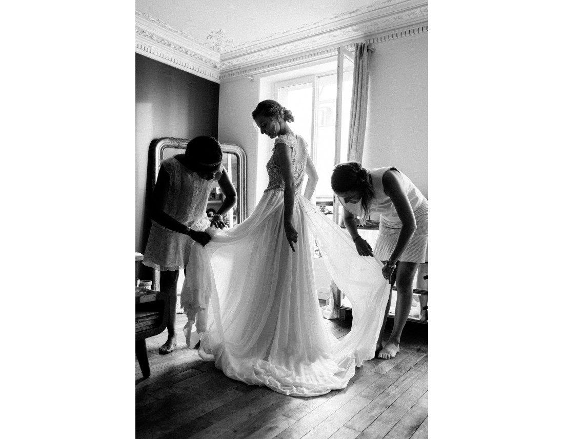 Habillage de la mariée à Paris