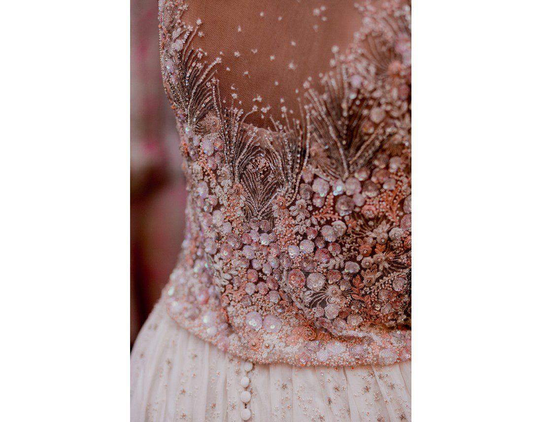 Detail de broderie de la robe de mariée.