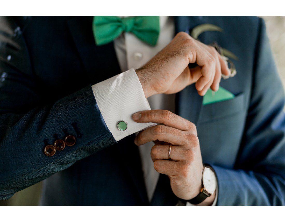 boutons de manchette du marié.