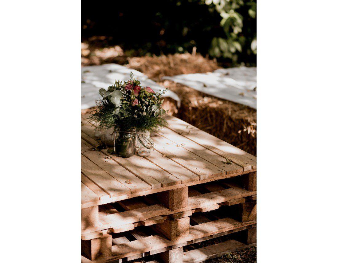 Table en palettes pour decoration de mariage