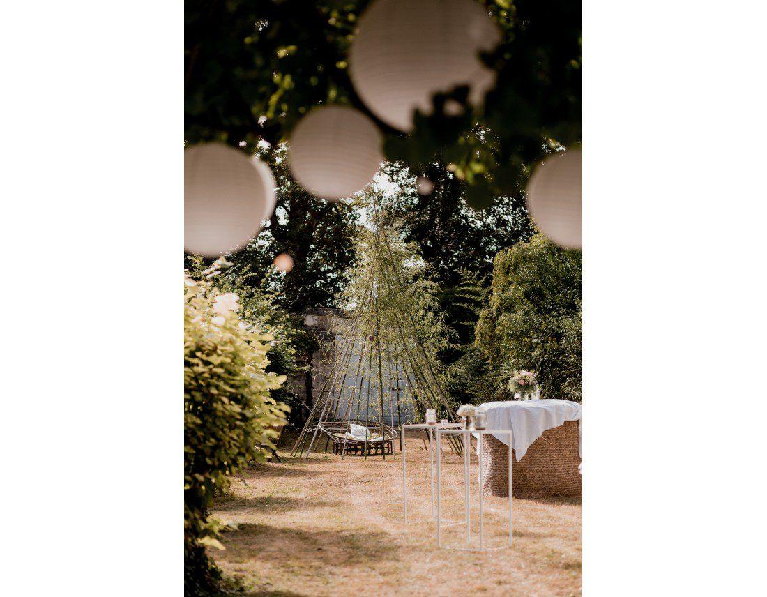 Decoration de mariage de jardin avec tipi naturel