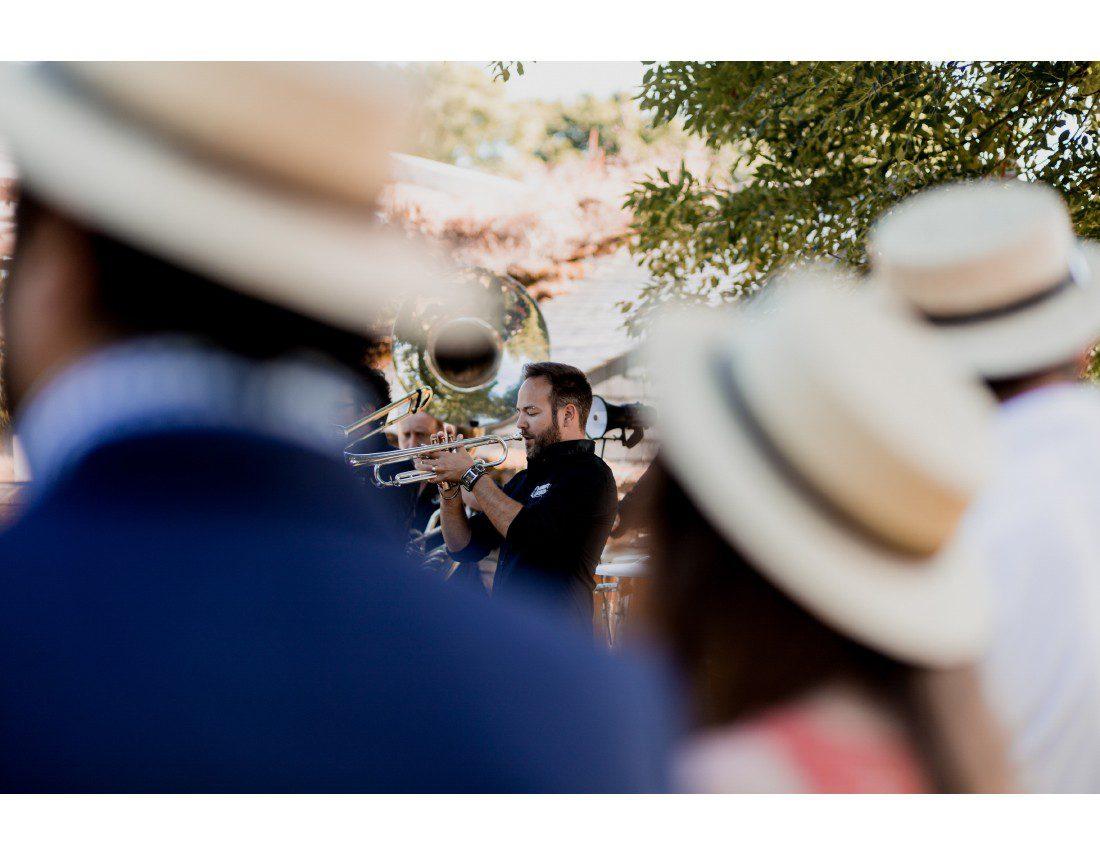 Trombone qui joue a un mariage.