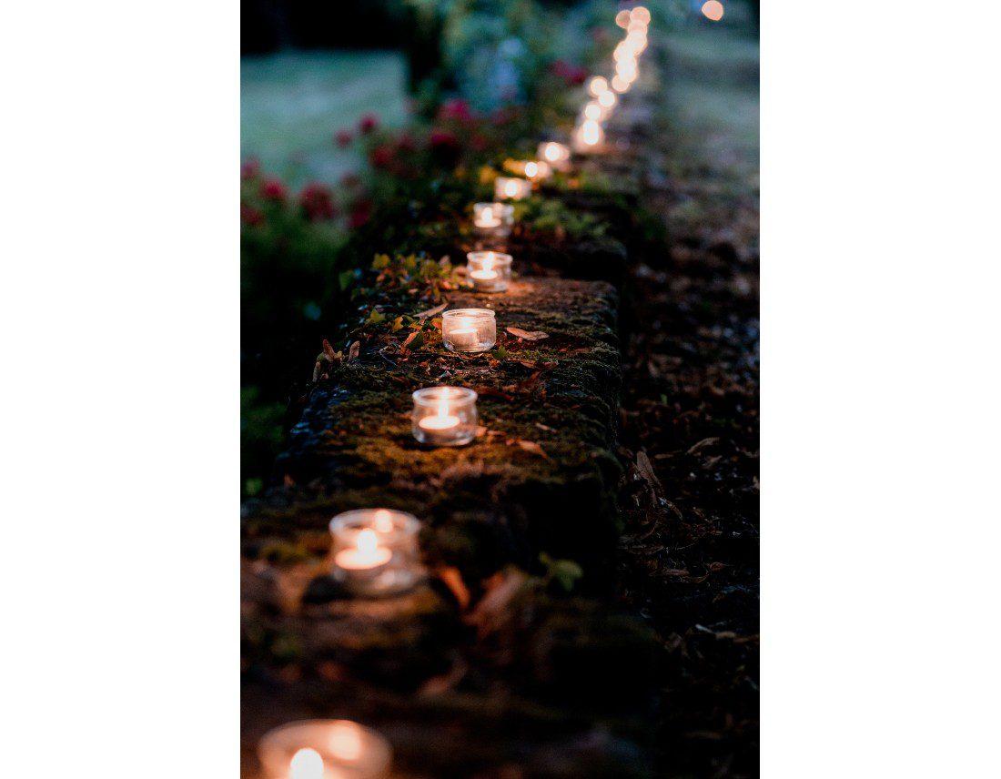 Chemin de bougies lors d'un mariage