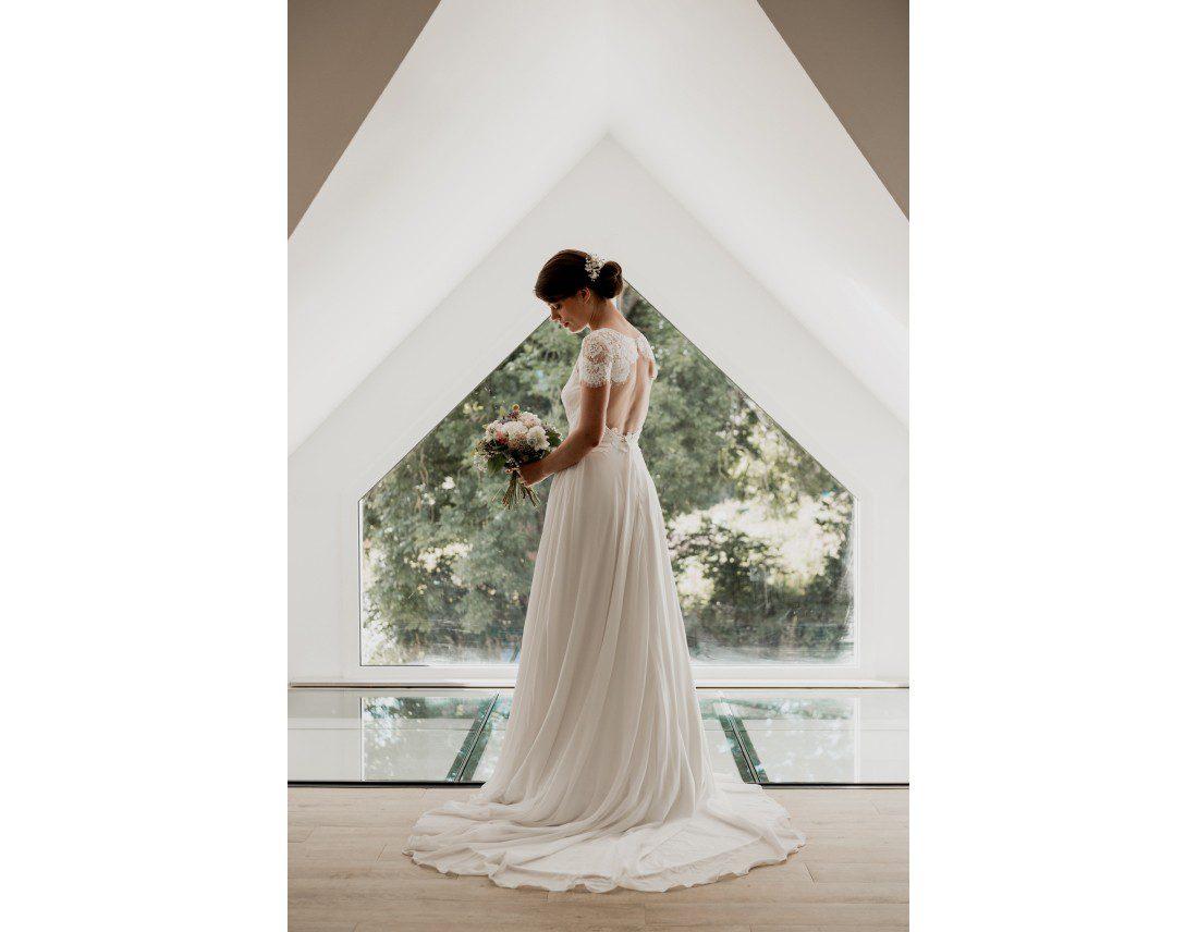 Superbe mariée dans sa robe Jesus Peiro.