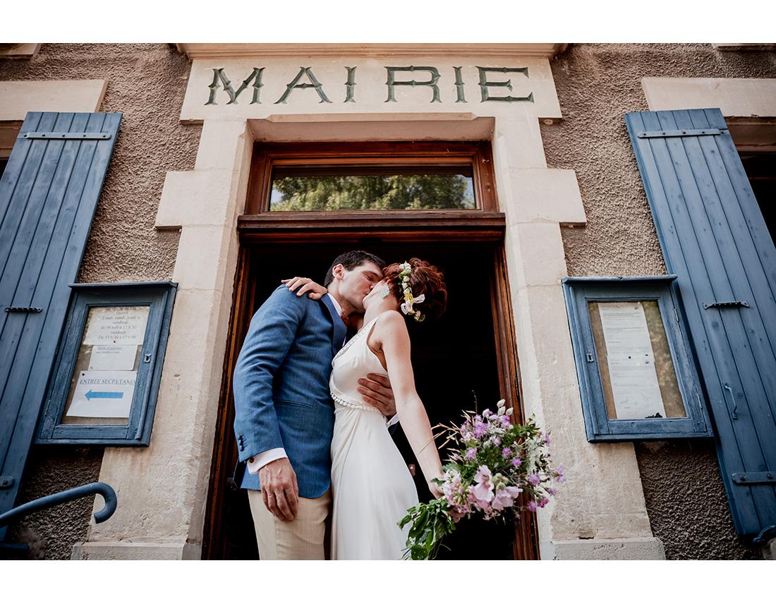 Sortie de mariage à la mairie a Saou