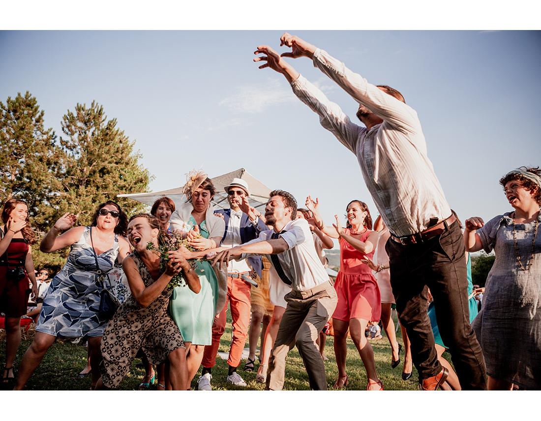 Lancé de bouquet sportif a un mariage.