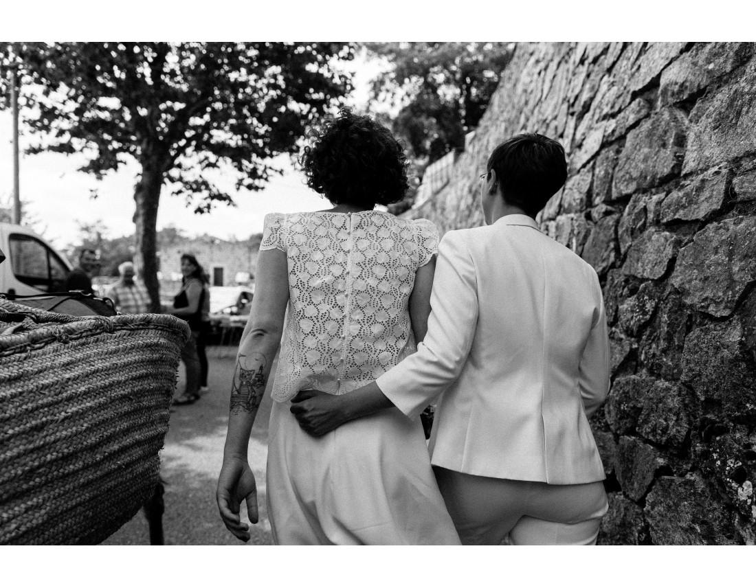 Mariées allant a la mairie, mariage lesbien.