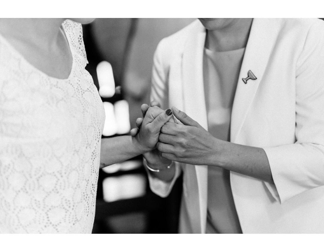 Mains tenues mairie mariage, mariage lesbien.