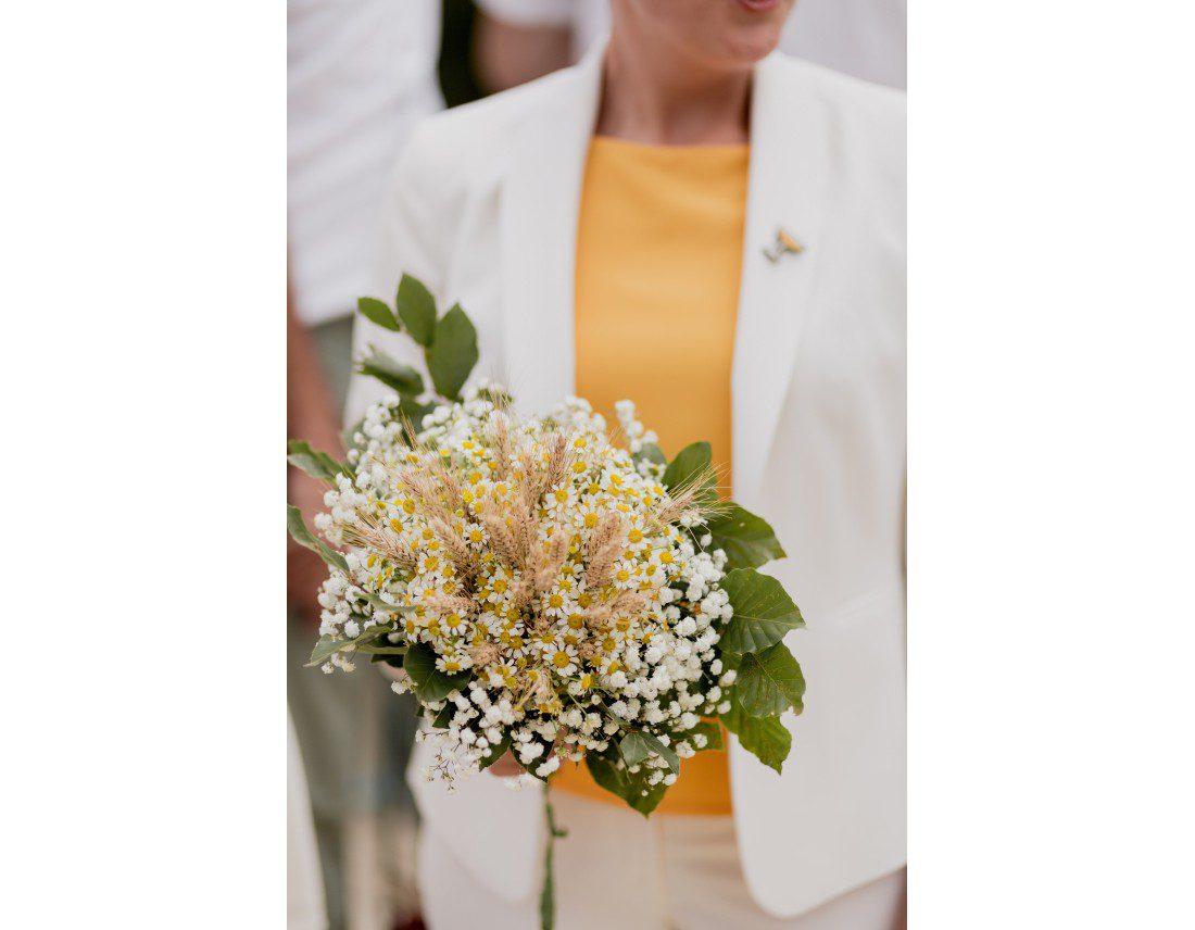 Bouquet de la mariée avec blé et gypsophile