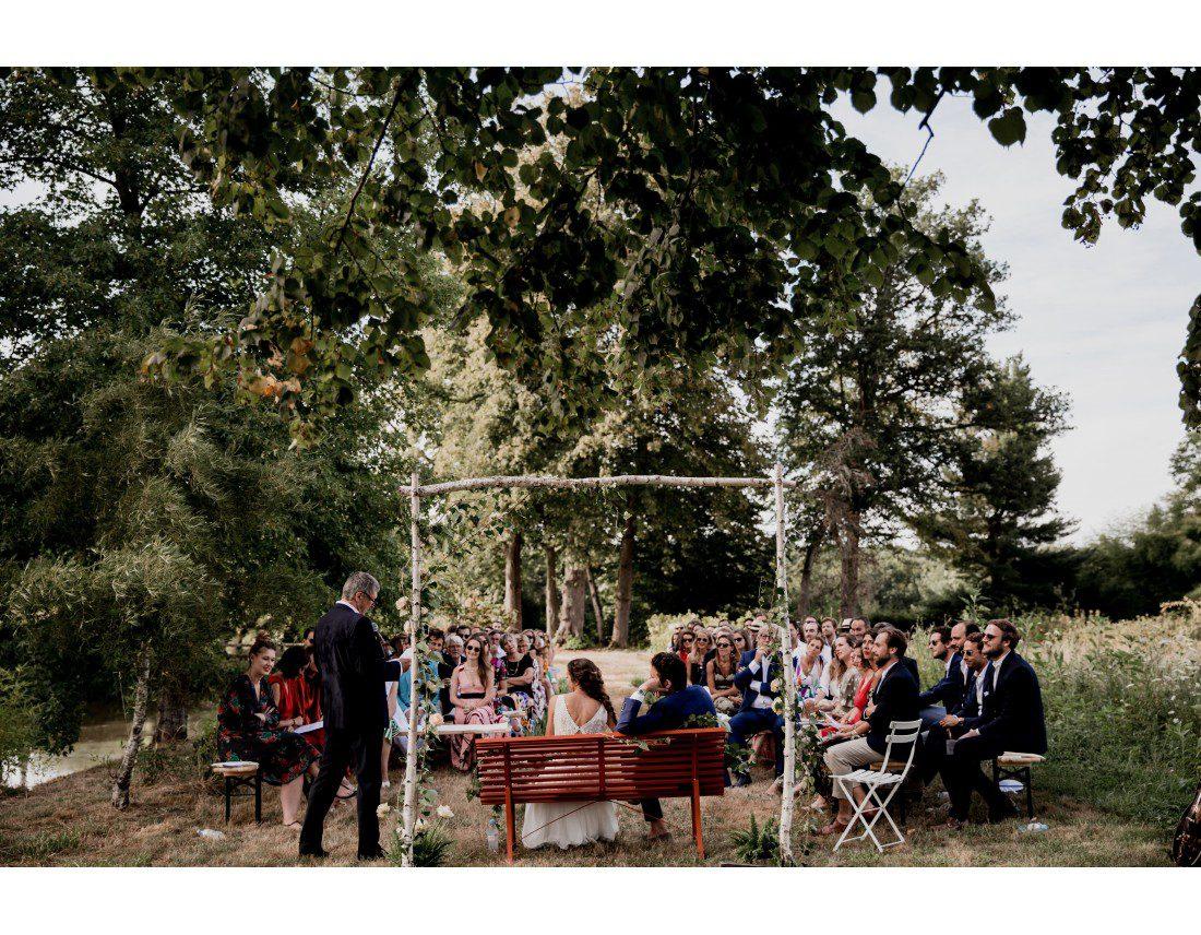 Ceremonie laique en plan large