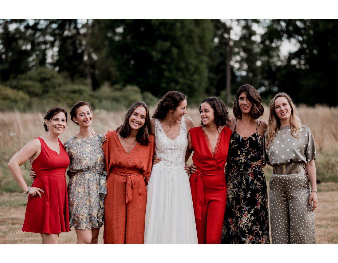 Photo de groupe témoins de la mariée.