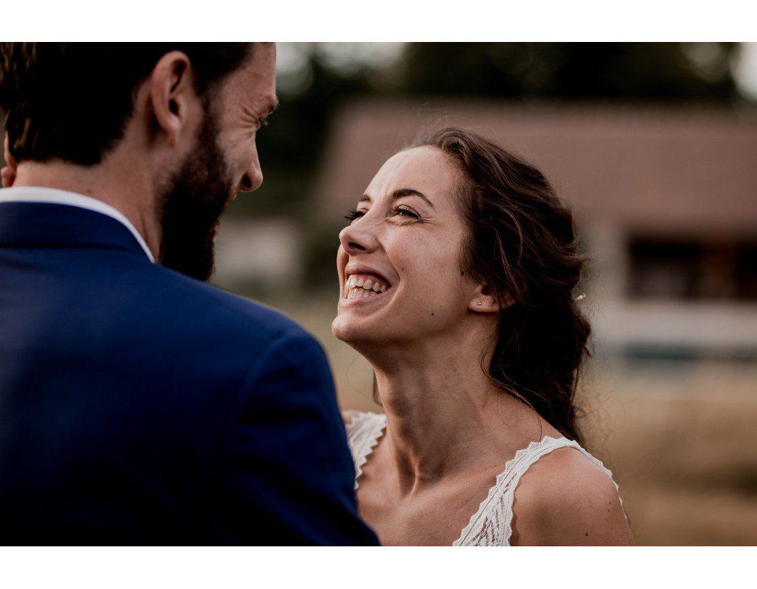 Mariée qui rigole