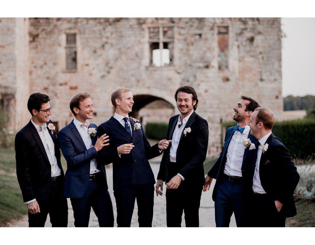 Photo de groupe du marié et ses temoins.