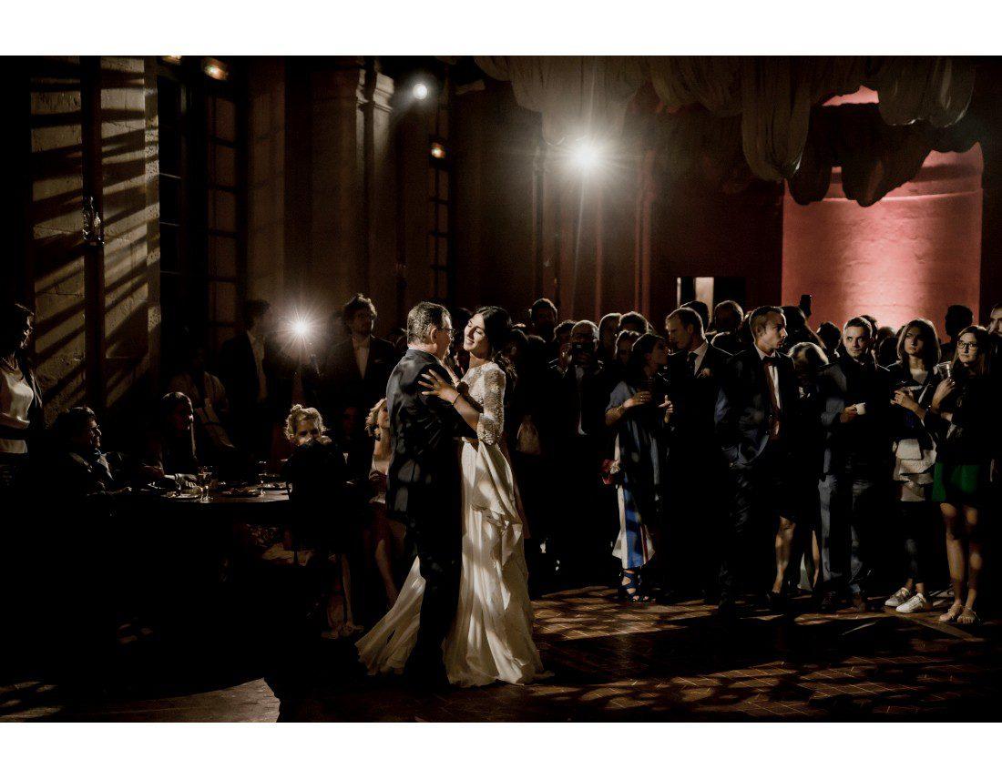 mariée et son papa ouvrant le bal au chateau vallery.