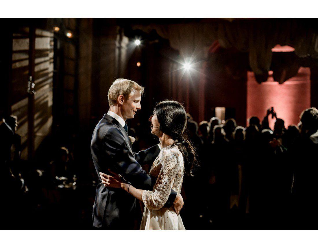 Couple dansant au chateau vallery.