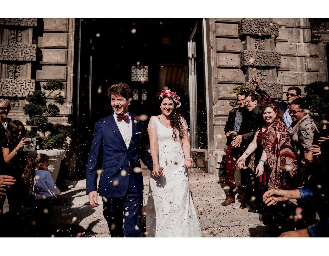 Sortie de mairie avec confettis lors d'un mariage à St Ouen
