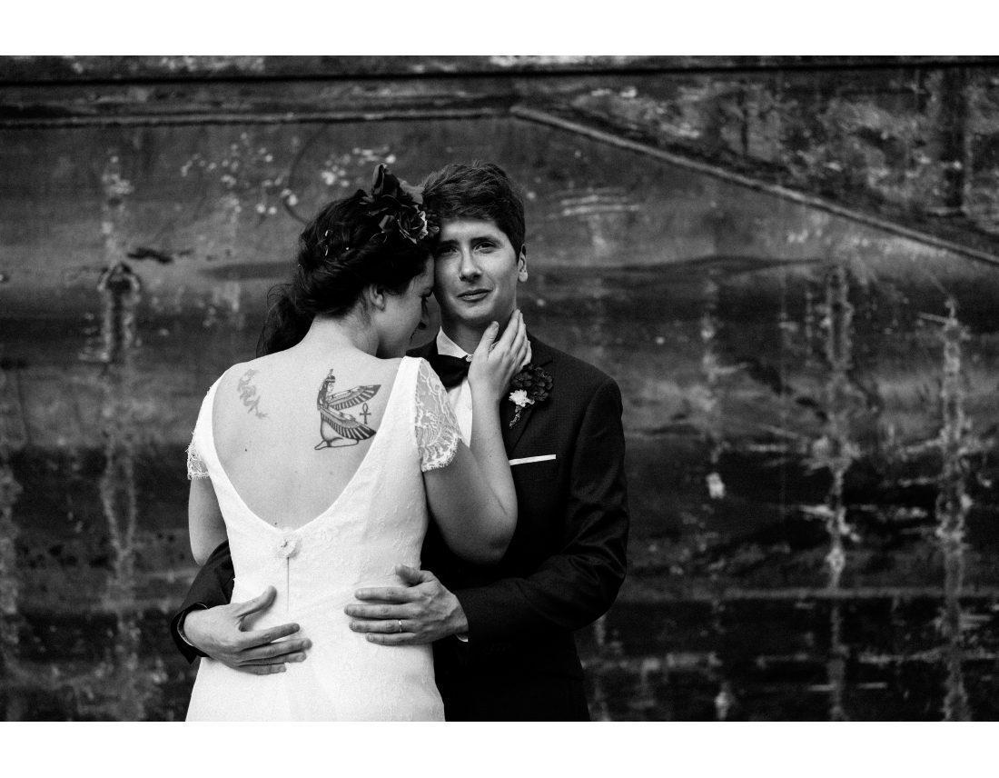 Couple enlassé lors de leur mariage à St Ouen.