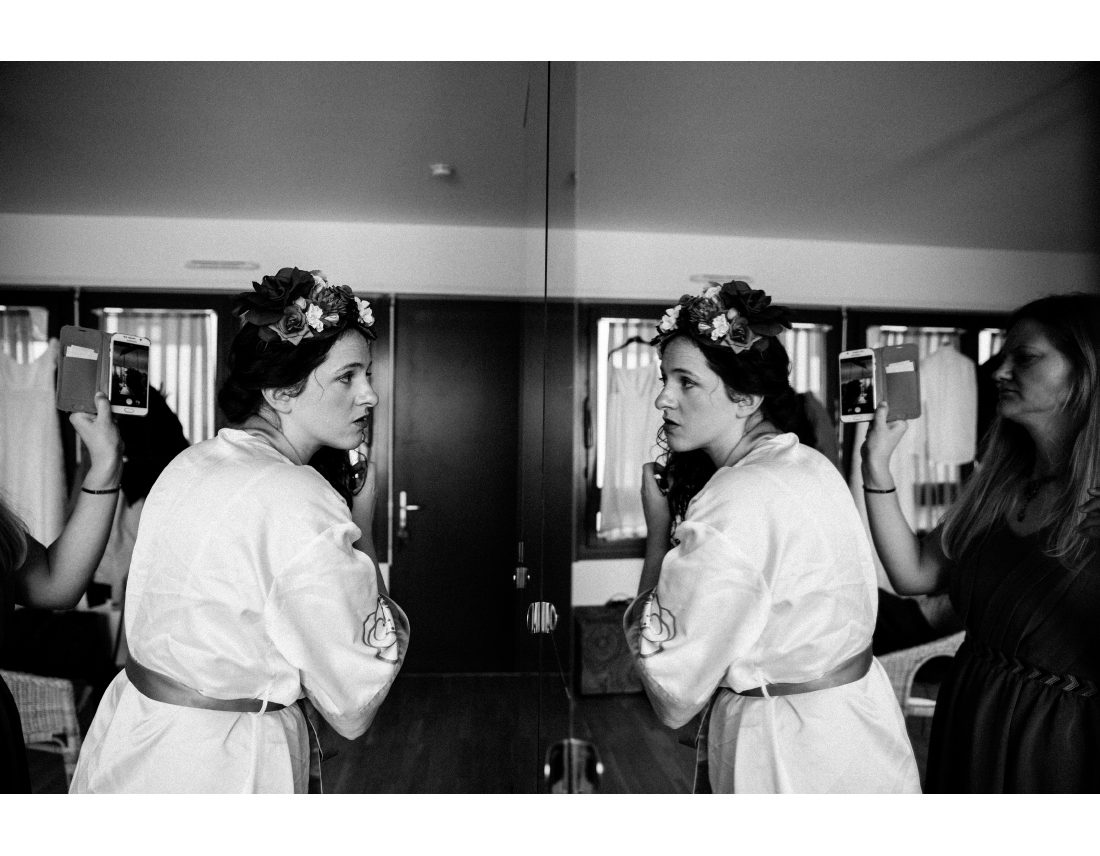 Preparation d'une mariée dans un reflet