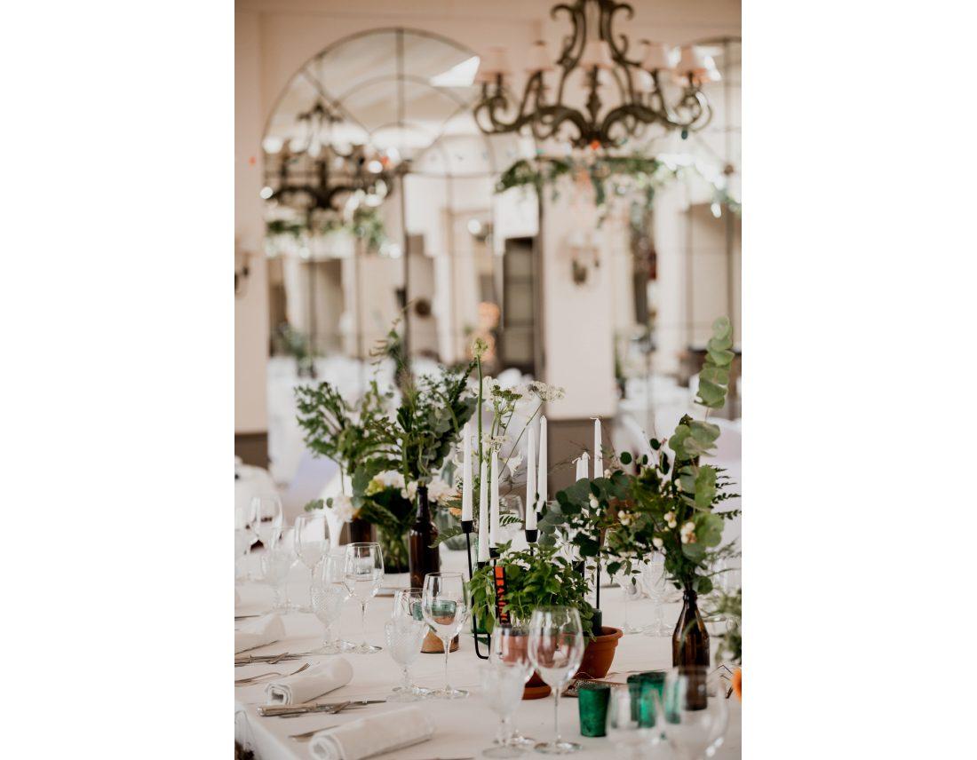Décoration vegetale des tables lors d'un mariage.
