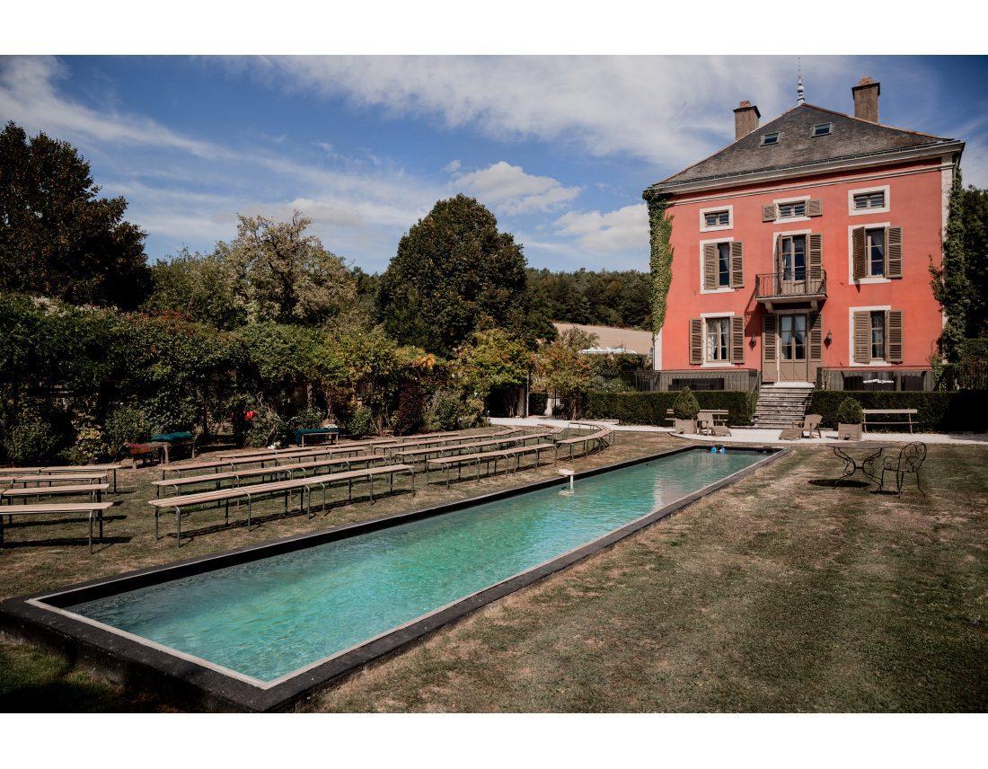 Chateau de Courban et sa piscine.