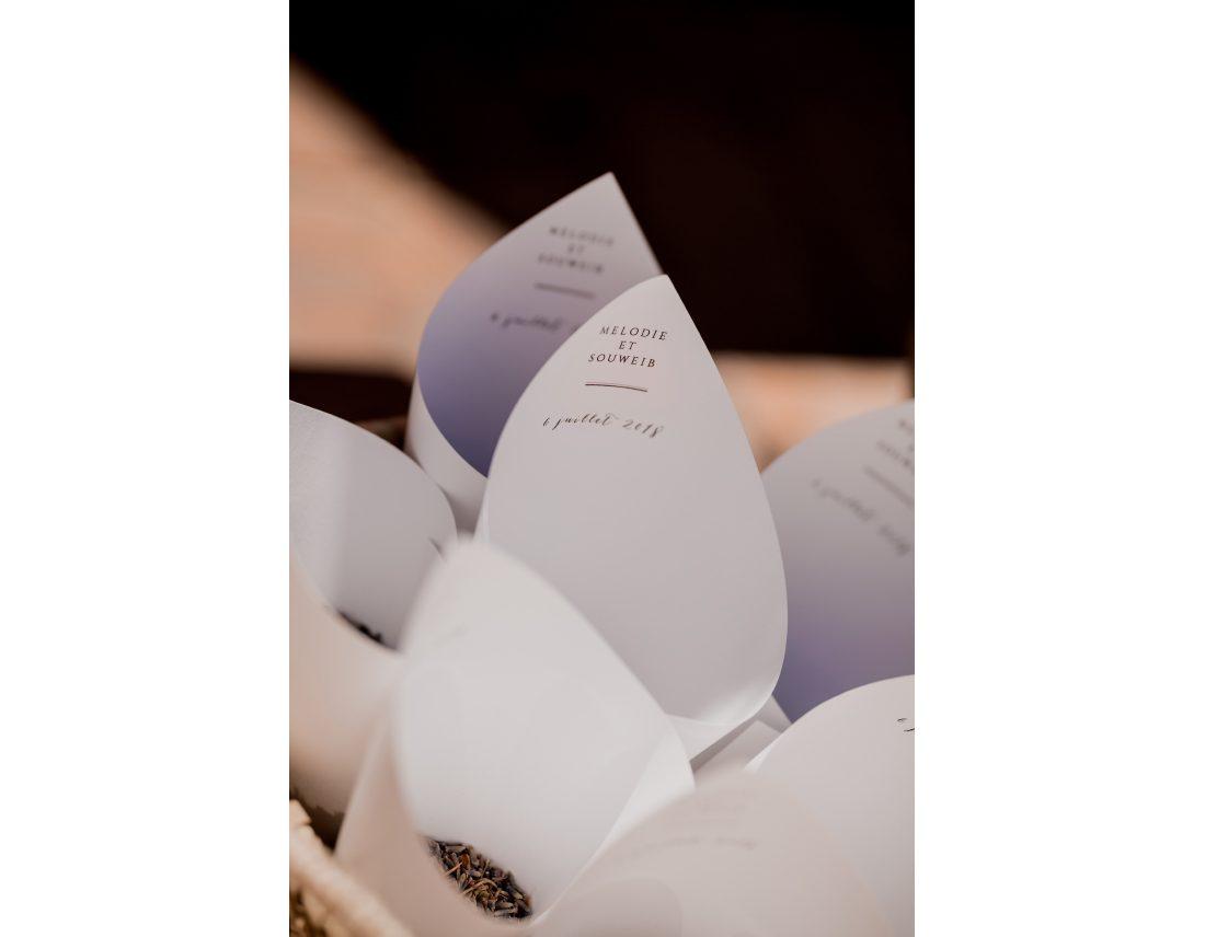 Cônes de papier contenant la lavande.
