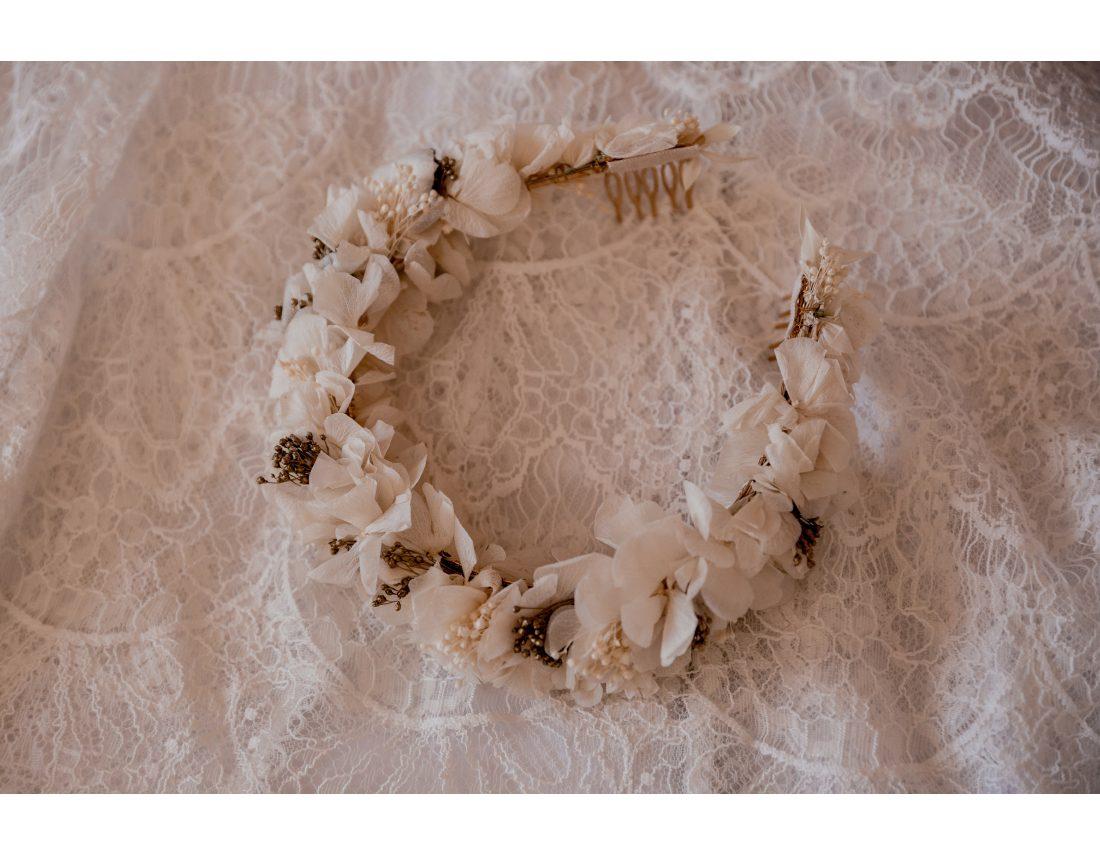 Couronne de fleurs (couronne de victoire) de la mariée.