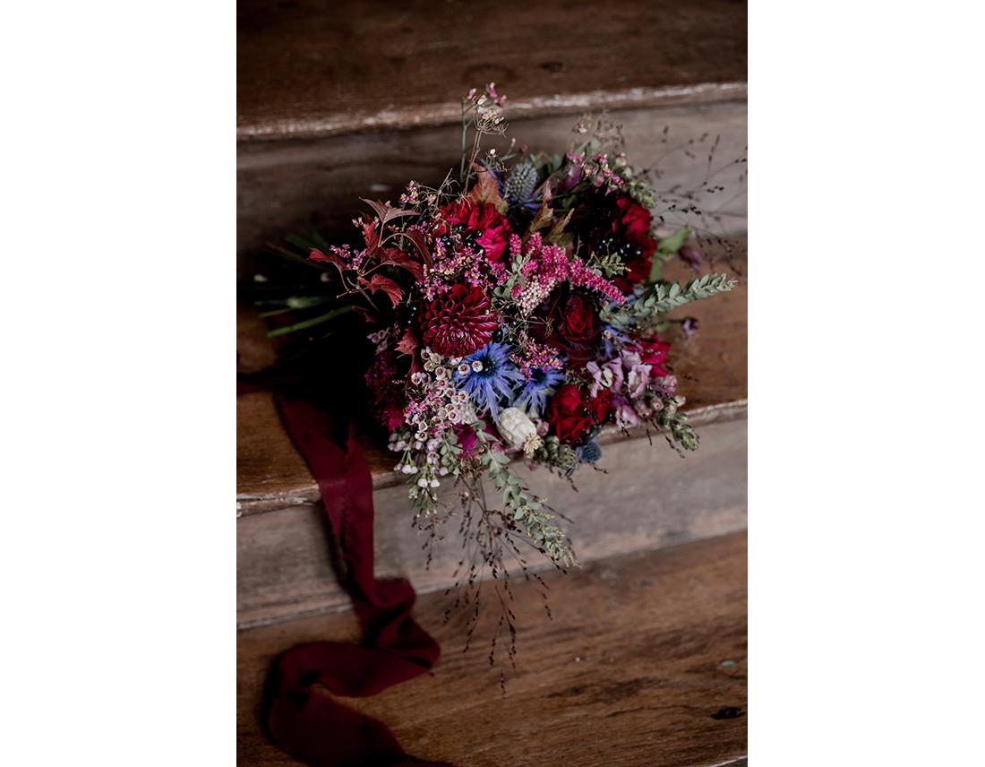 Bouquet au mariage en bretagne au Domaine de la Haye d'Irée par Camille Collin.