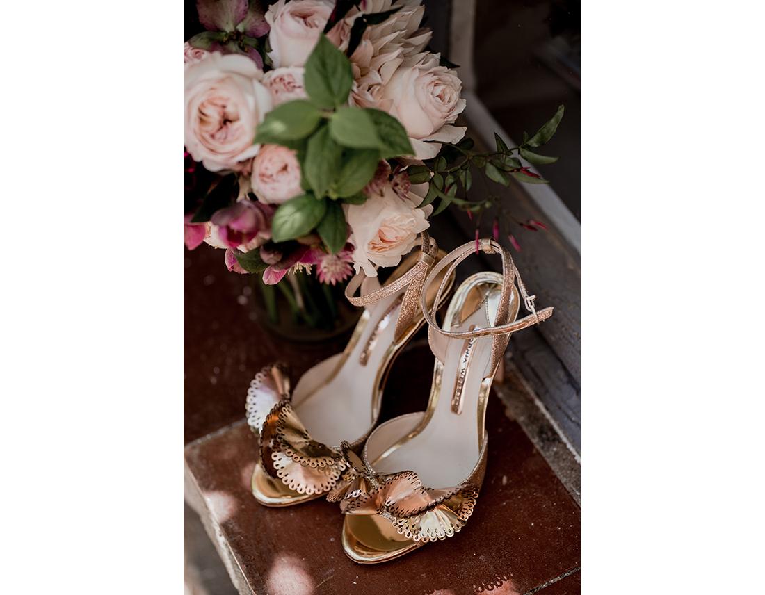Chaussures de la mariée dorées