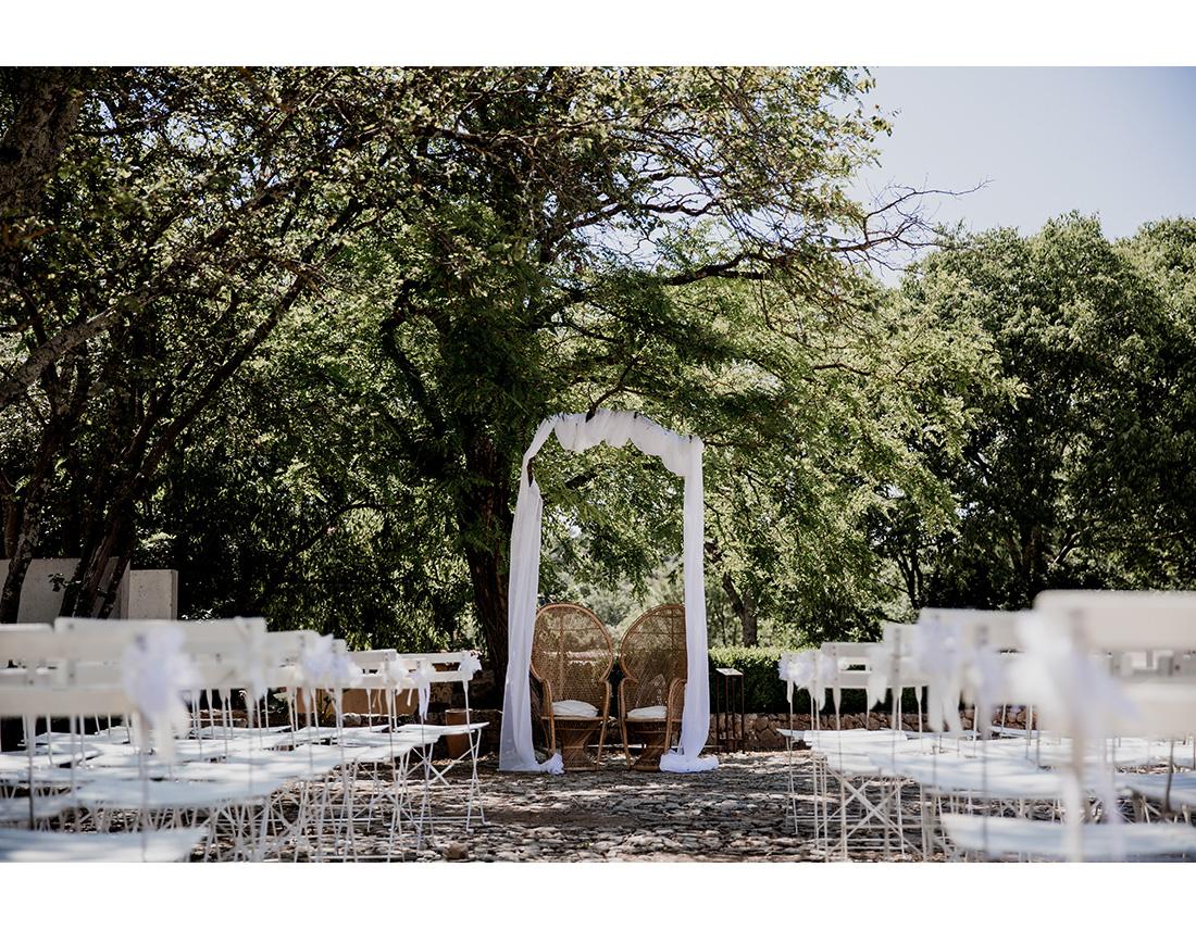 Ceremonie laique et arche en tissus
