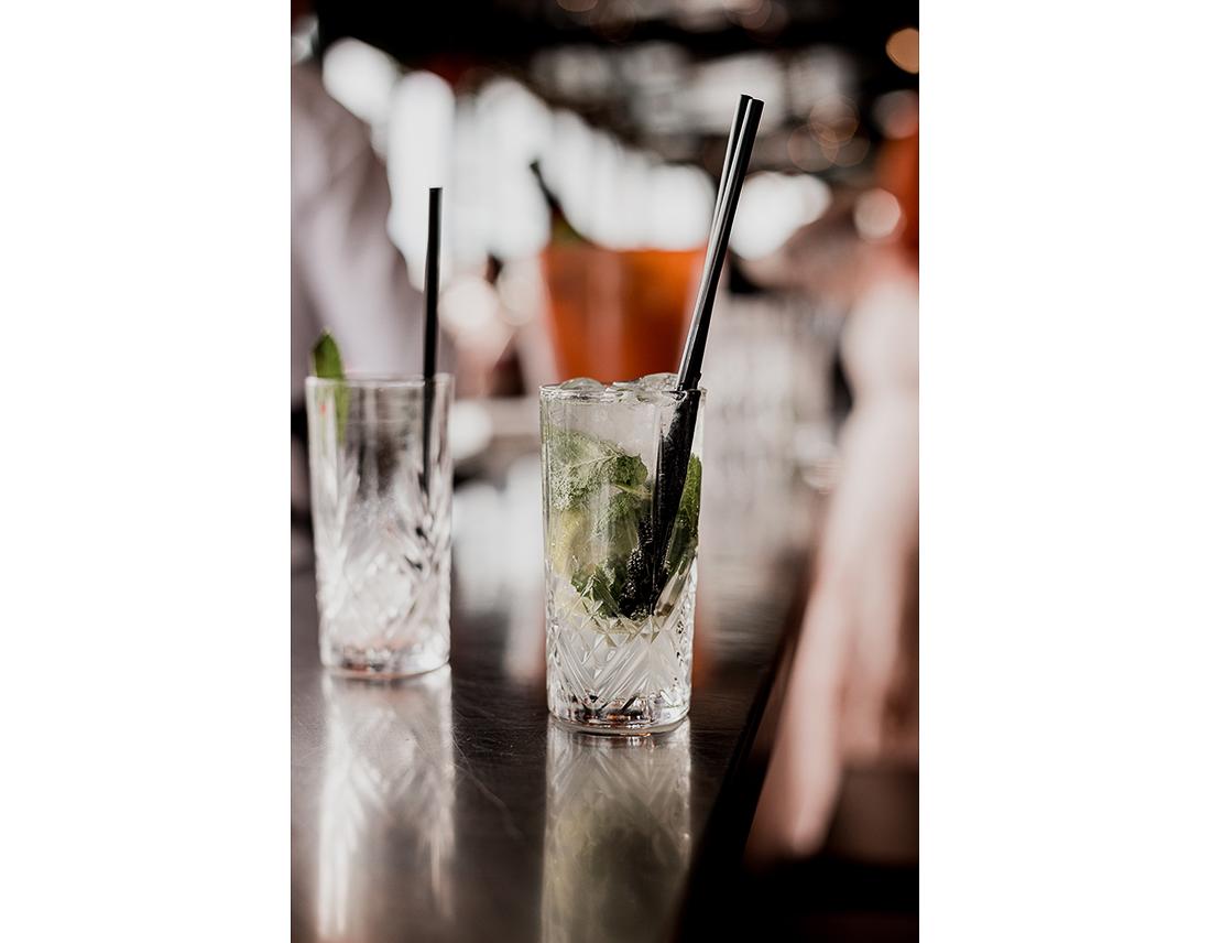 Cocktail au kiosque flottant, à Paris.