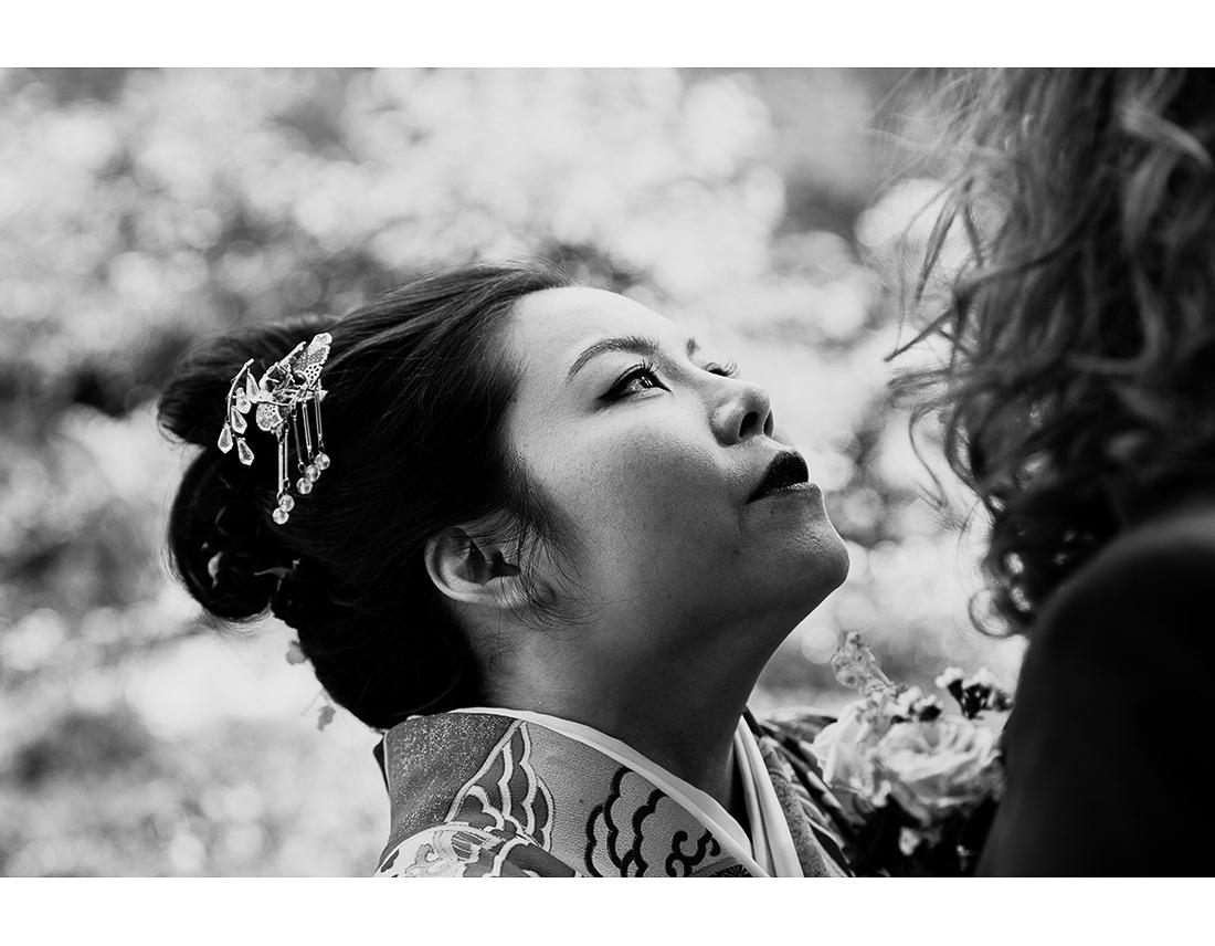 REgard d'une mariée japonaise en noir et blanc.